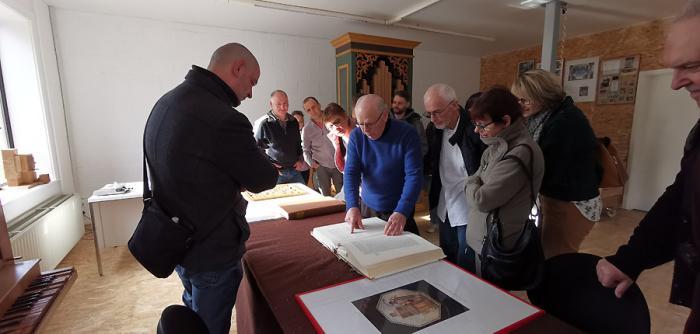 André Thomas nous montre un très ancien manuel du facteur d'orgues, une référence essentielle pour lui!